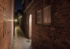 narrow-alley-in-lubeck