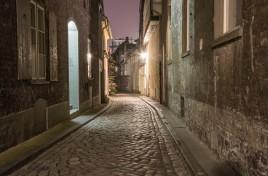 cobblestone-street-in-lubeck
