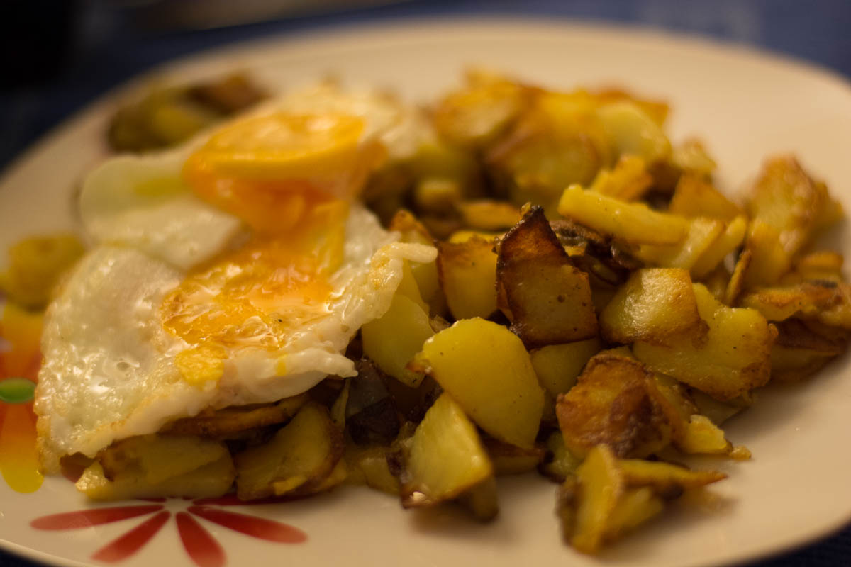 Fried Potatoes With Fried Eggs – Diary of Dennis