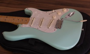 Fender Classic Series 50's Stratocaster in Surf Green Picture 1