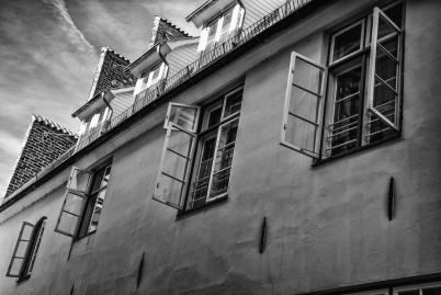 a photo of windows