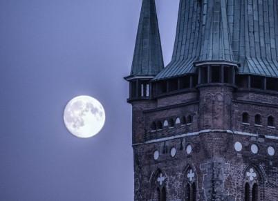 St. Petri Kirche Lübeck und Mond